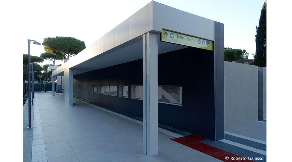 FS Vigna Clara: Aeroporti in stile  di AMAART architects