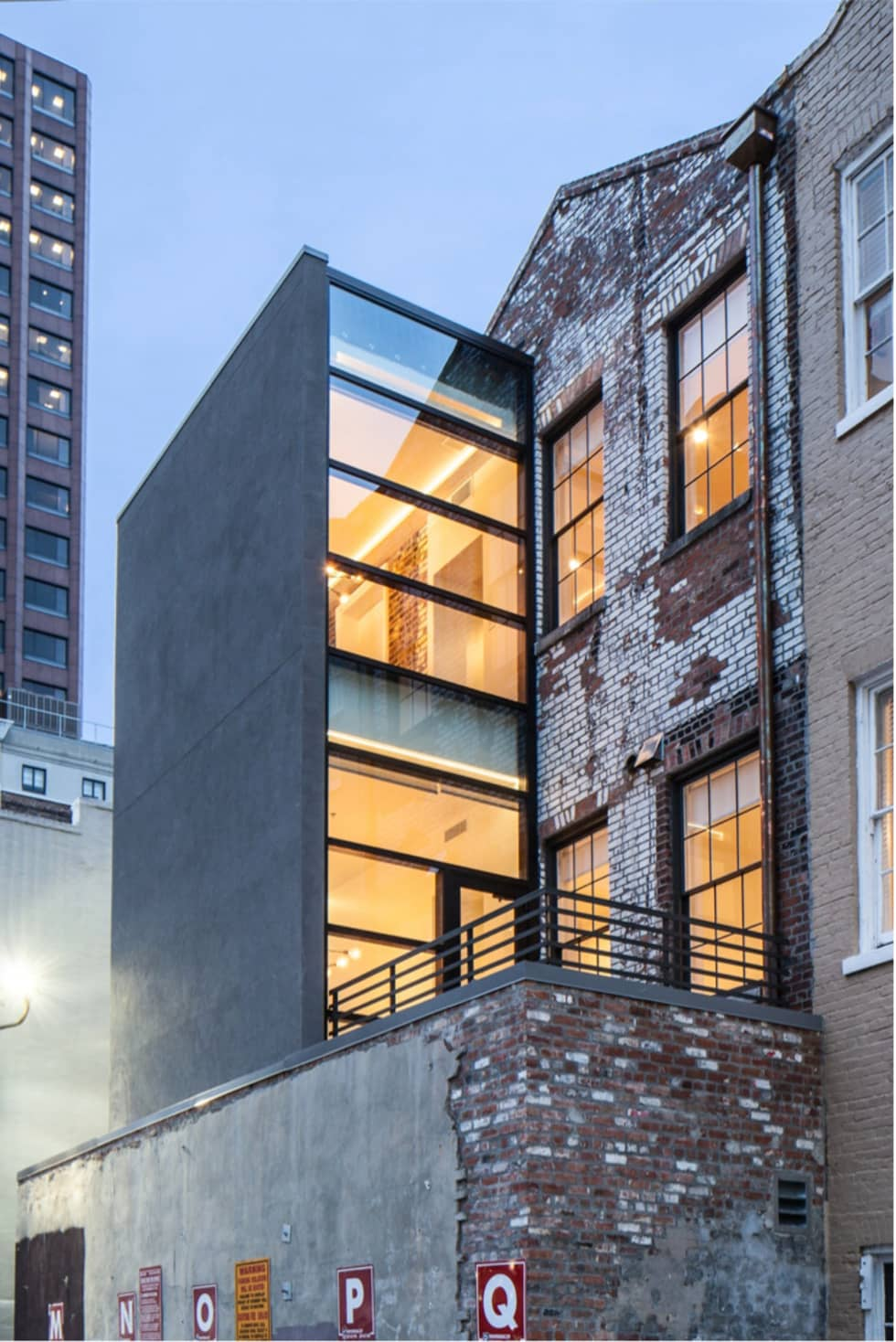 Natchez Street Mixed Use Structure, New Orleans: eclectic Houses by studioWTA