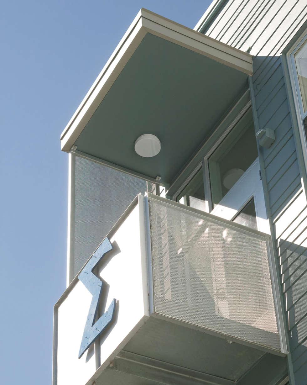 Zeta Beta Tau  Fraternity House Reconstruction: modern Houses by studioWTA