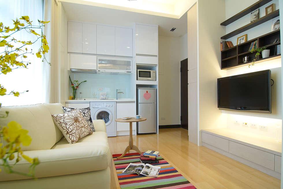 自然簡約北歐風:  廚房 by 名昶室內設計