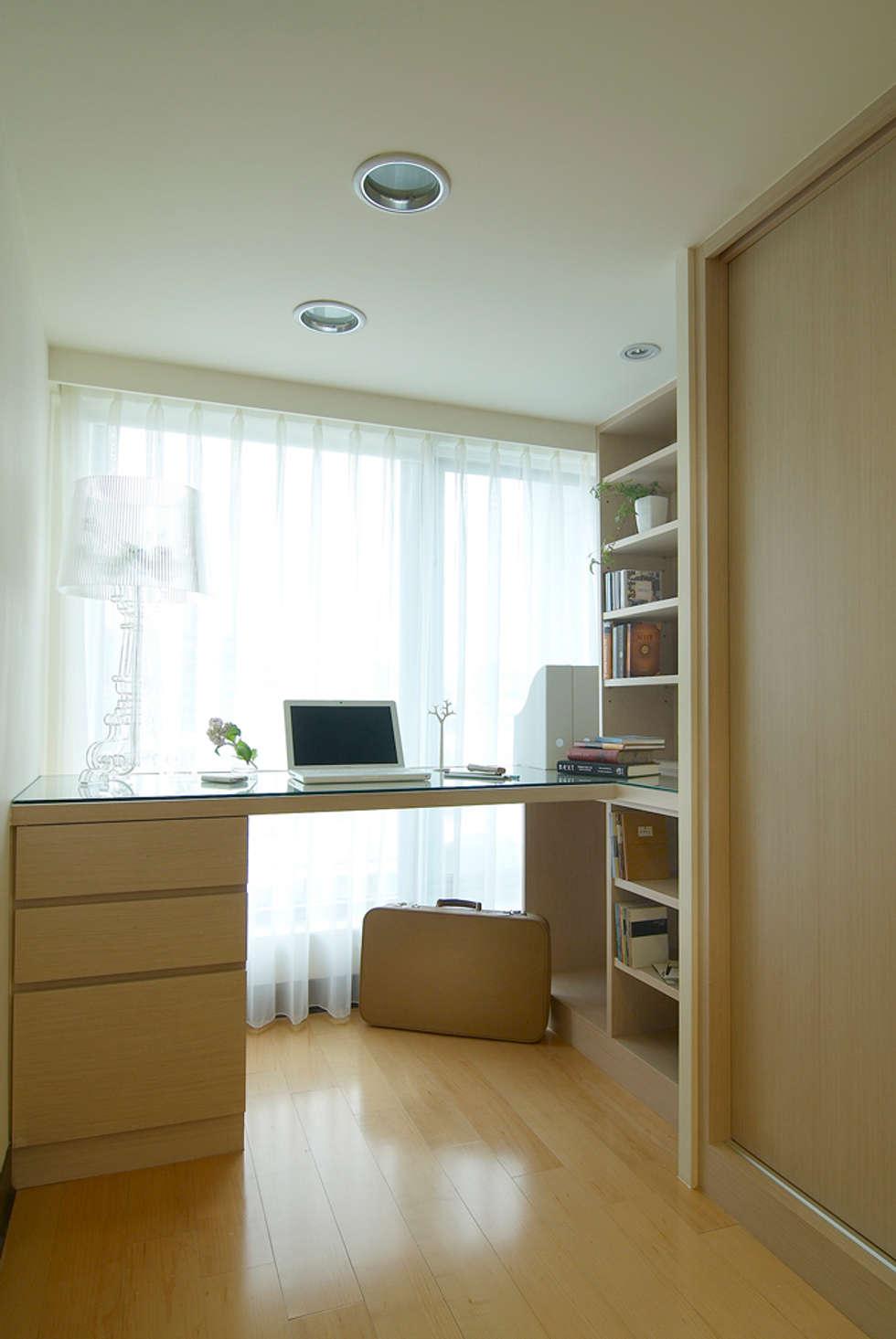 自然簡約北歐風:  書房/辦公室 by 名昶室內設計