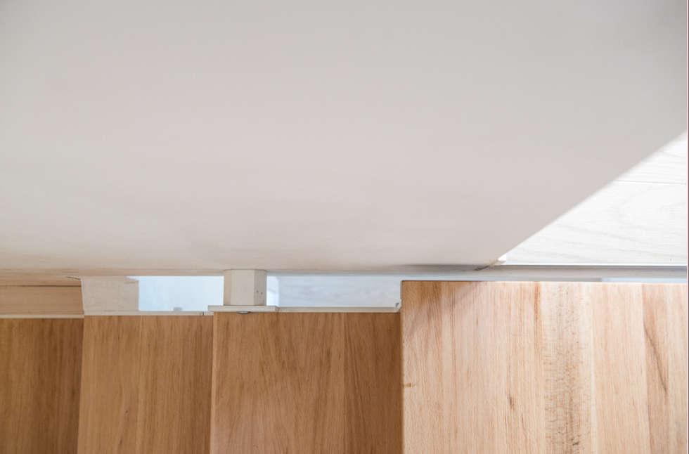Dettaglio Scala: Ingresso & Corridoio in stile  di PADIGLIONE B
