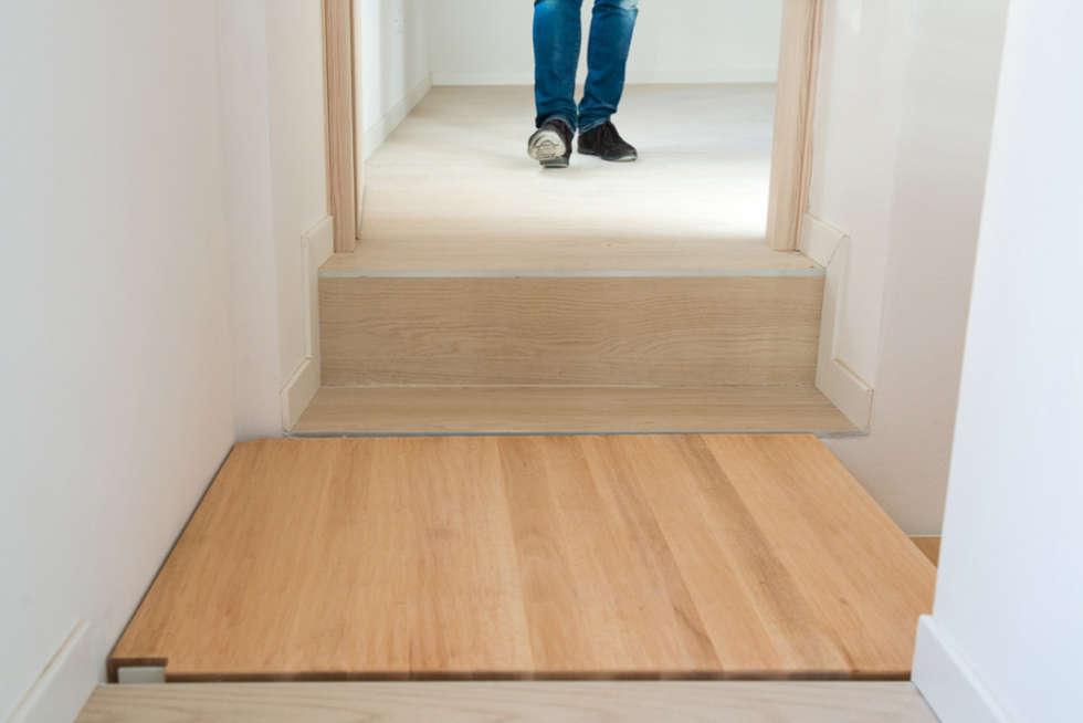 Pianerotto sospeso: Ingresso & Corridoio in stile  di PADIGLIONE B