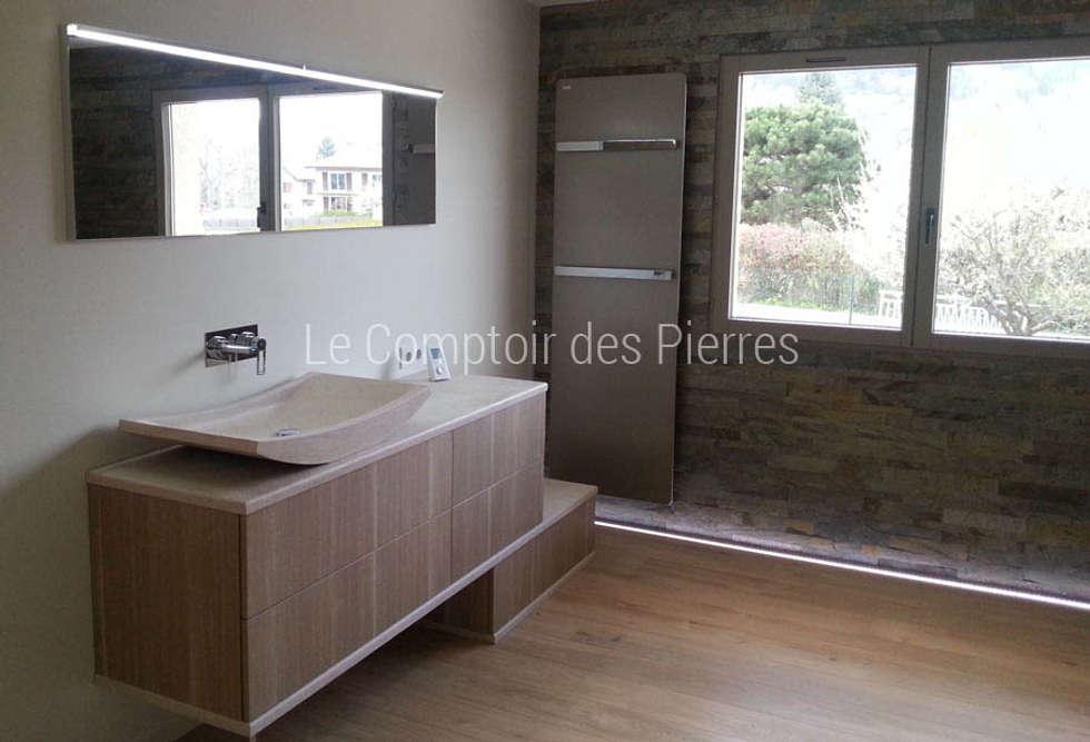 Salle de bain en pierre de Bourgogne: Salle de bains de style  par LE COMPTOIR DES PIERRES