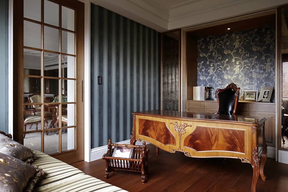 尋找古典的本質:  書房/辦公室 by 大荷室內裝修設計工程有限公司
