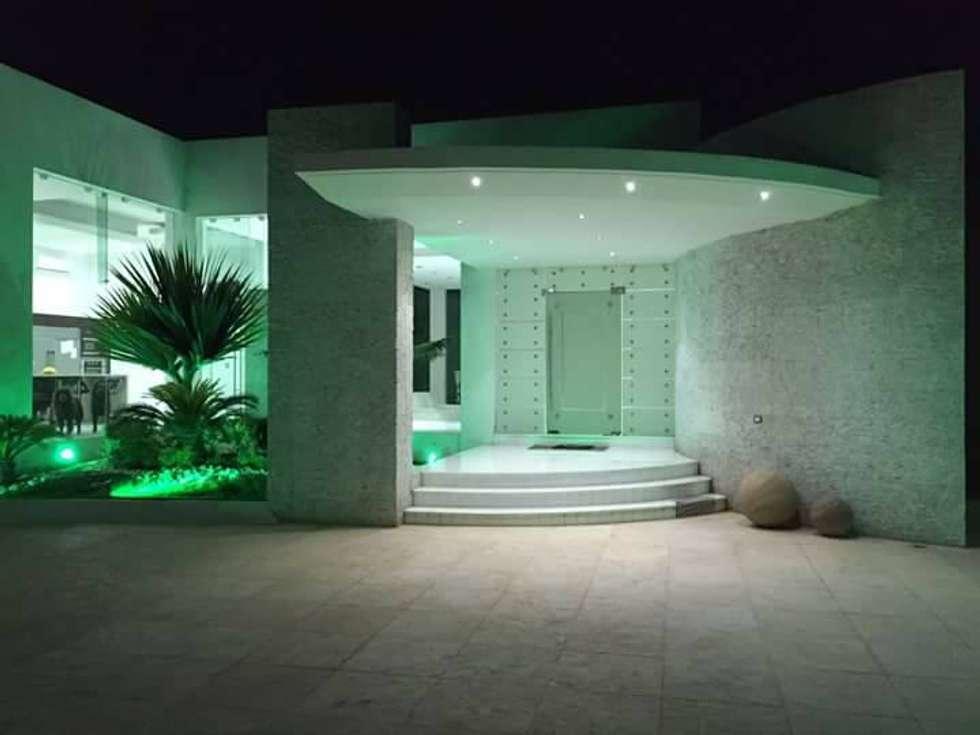 CASA DE LOS PATIOS : Casas de estilo minimalista por SG Huerta Arquitecto Cancun