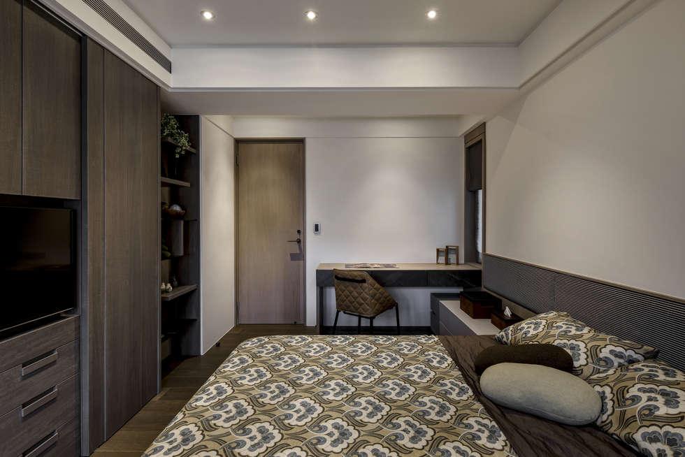 家的眷戀:  臥室 by 大荷室內裝修設計工程有限公司