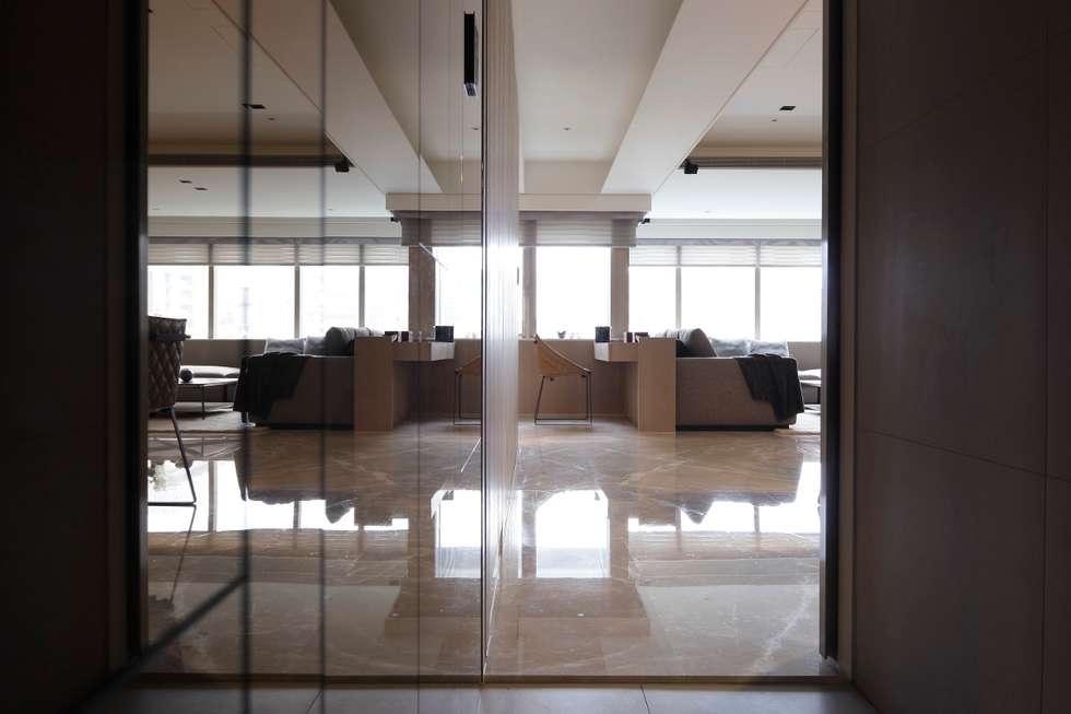 家的眷戀:  書房/辦公室 by 大荷室內裝修設計工程有限公司