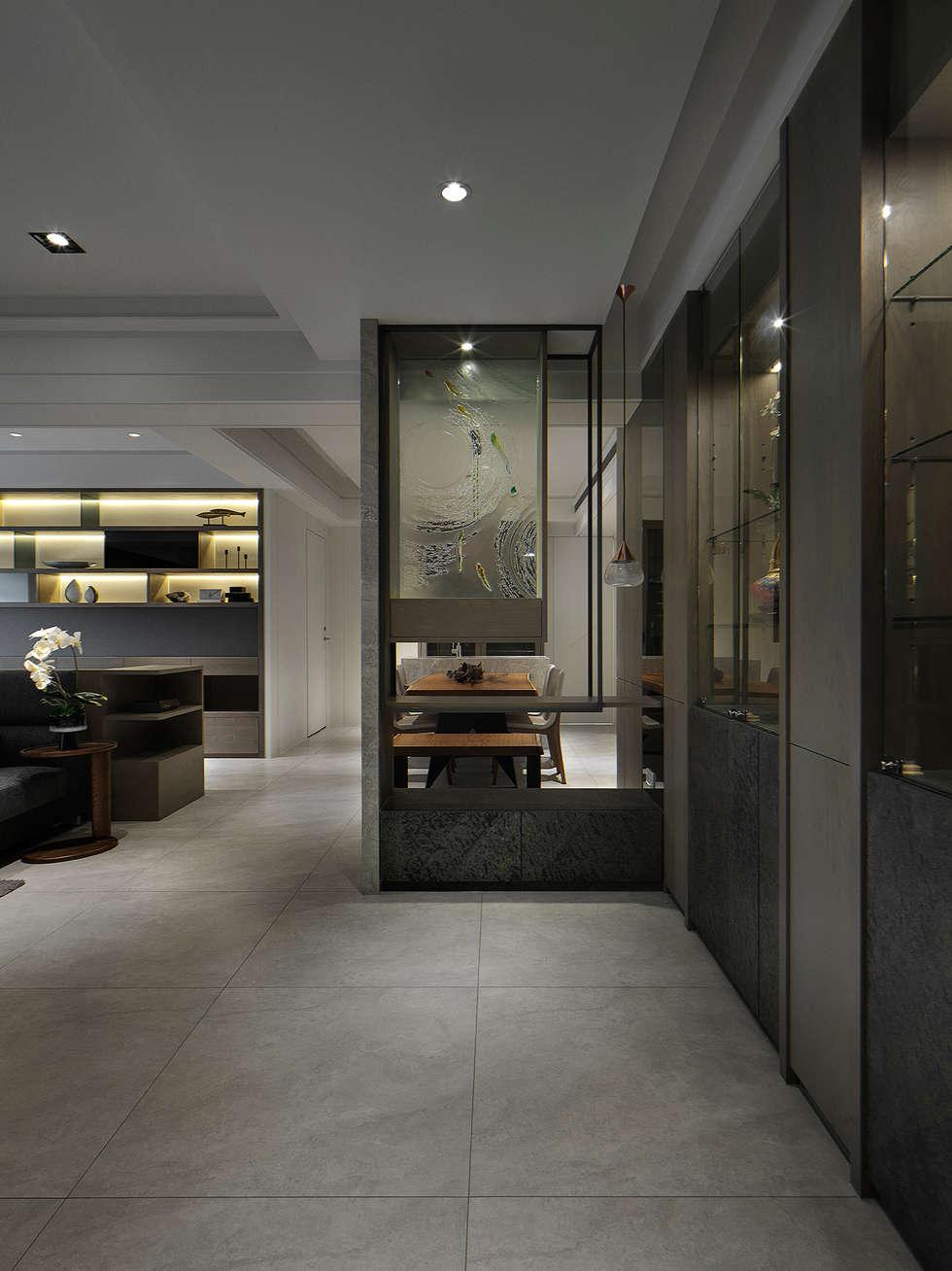 關於家的體感溫度:  走廊 & 玄關 by 大荷室內裝修設計工程有限公司