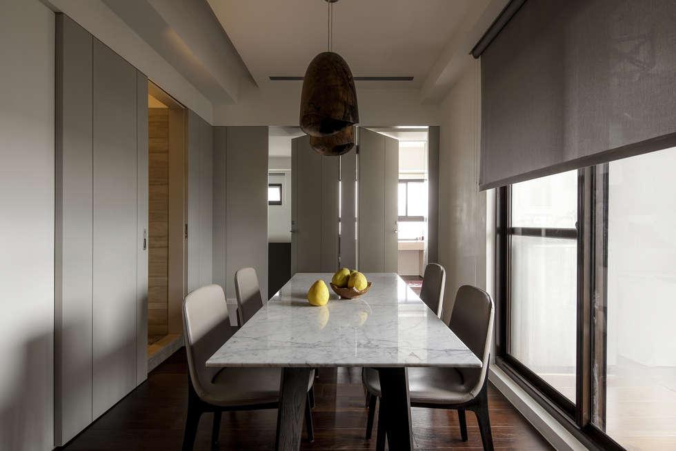 洗滌身心。療癒自然宅:  餐廳 by 大荷室內裝修設計工程有限公司
