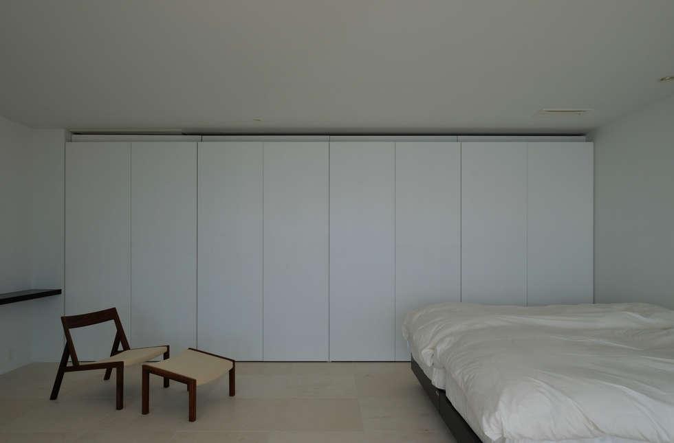 FRSW-HOUSE: 門一級建築士事務所が手掛けた寝室です。