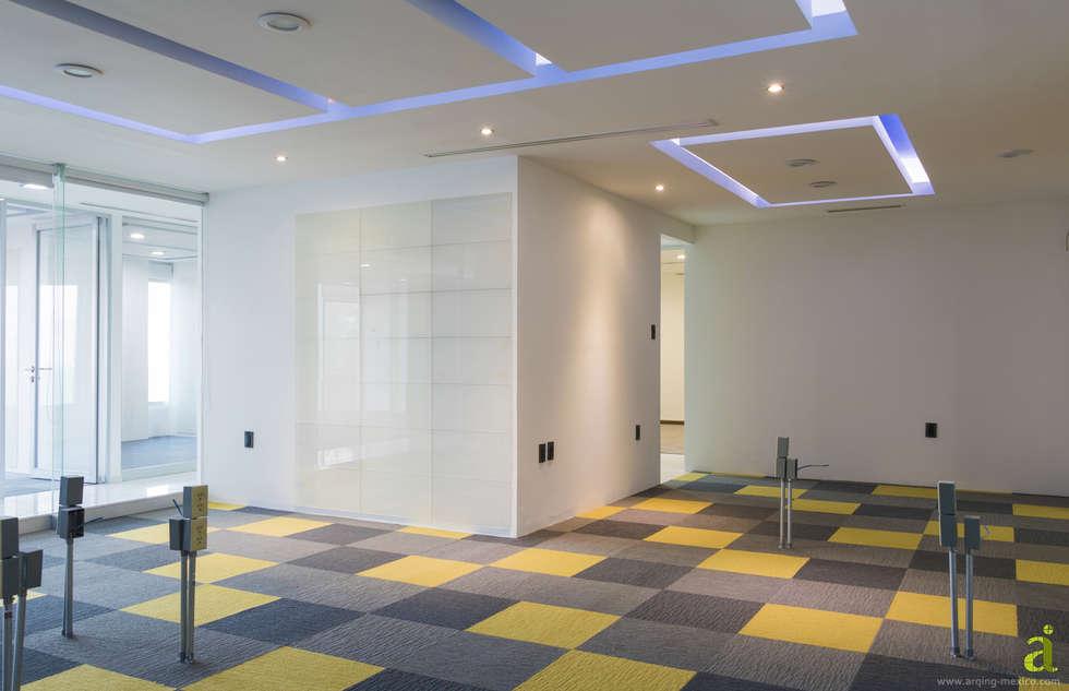 Oficina de Contabilidad: Oficinas y tiendas de estilo  por arQing
