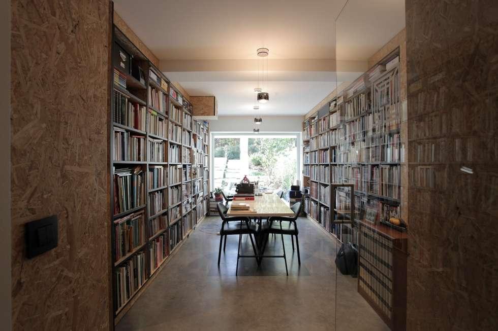 Bib: moderne Studeerkamer/kantoor door Alewaters & Zonen