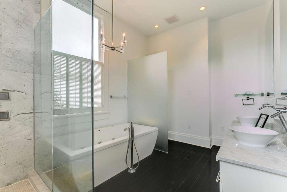Nashville Avenue Residence, New Orleans: eclectic Bathroom by studioWTA