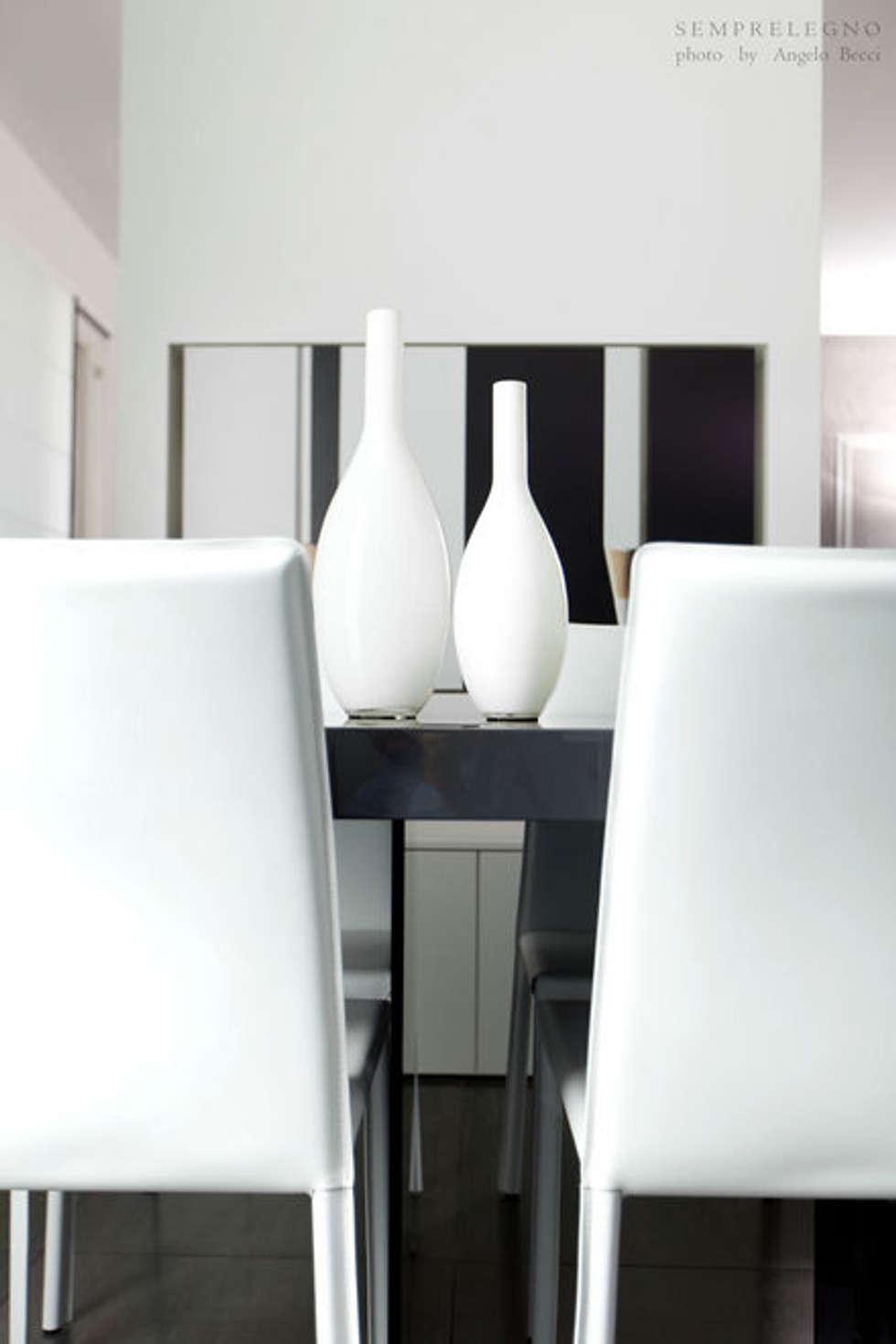 Set tavolo eseguito su misura per una zona pranzo moderna Falegnameria Semprelegno: Sala da pranzo in stile in stile Minimalista di Semprelegno