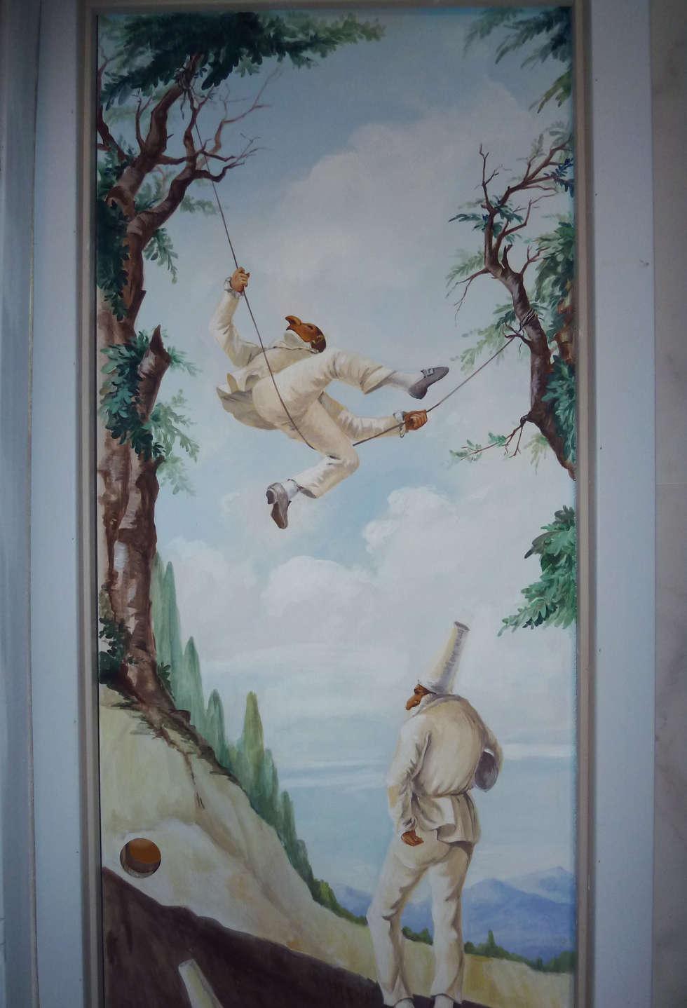Porta con Pulcinella: Bagno in stile in stile classico di erica de rosa, dipinti, affreschi, trompe l'oeil,  decorazioni - Venezia