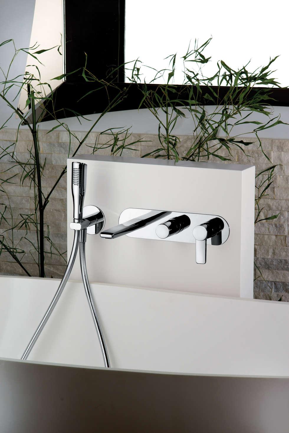 serie Acqua Miscelatore Vasca incasso: Bagno in stile in stile Moderno di FRISONE SRL