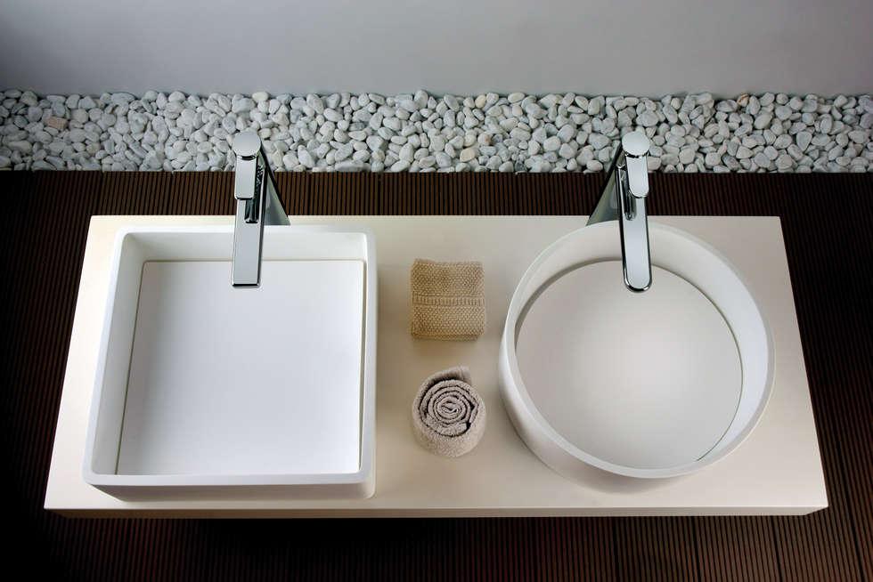 Collezione Feng Shui: Bagno in stile in stile Moderno di FRISONE SRL