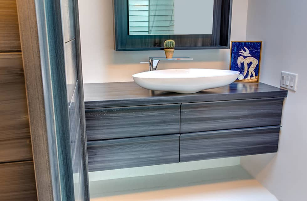 Studio Retreat, New Orleans: minimalistic Bathroom by studioWTA