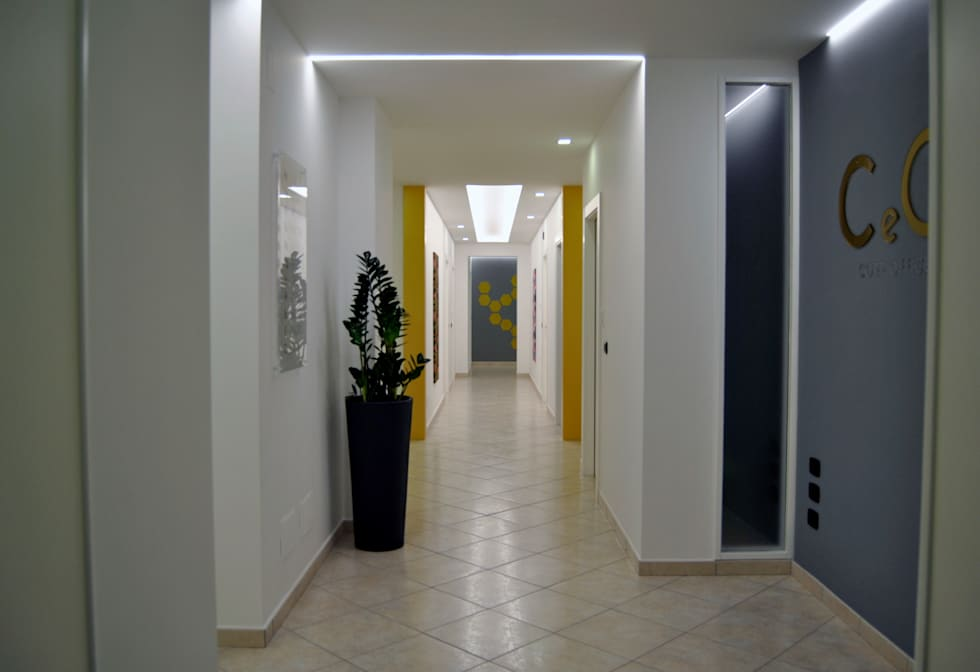 Ingresso C e O s.r.l.: Ingresso & Corridoio in stile  di AG Interior Design