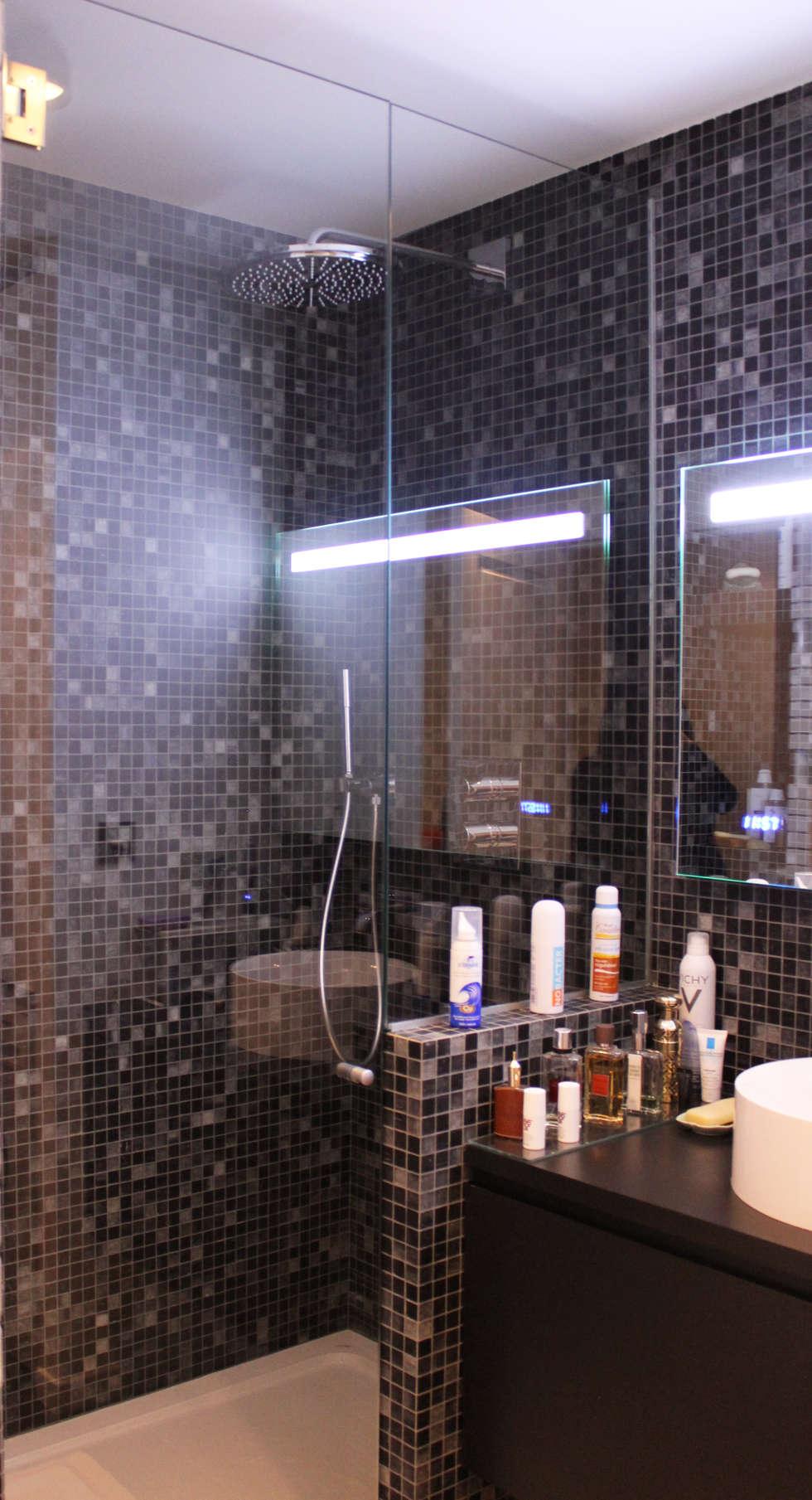Salle de bain mosaïque noire: Salle de bains de style  par Agence KP