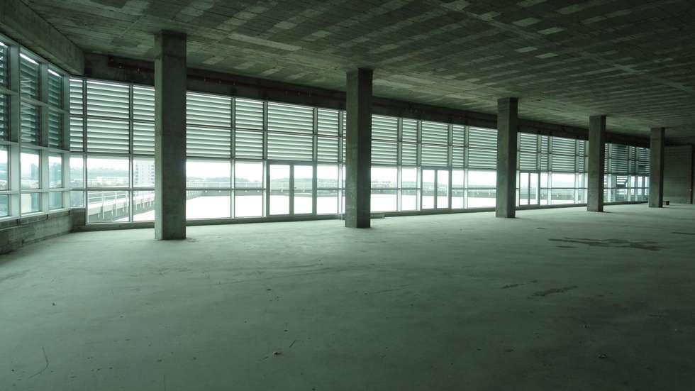 Comércio/Serviços e Silo Automóvel: Garagens e arrecadações modernas por 2levels, Arquitetura e Engenharia, Lda