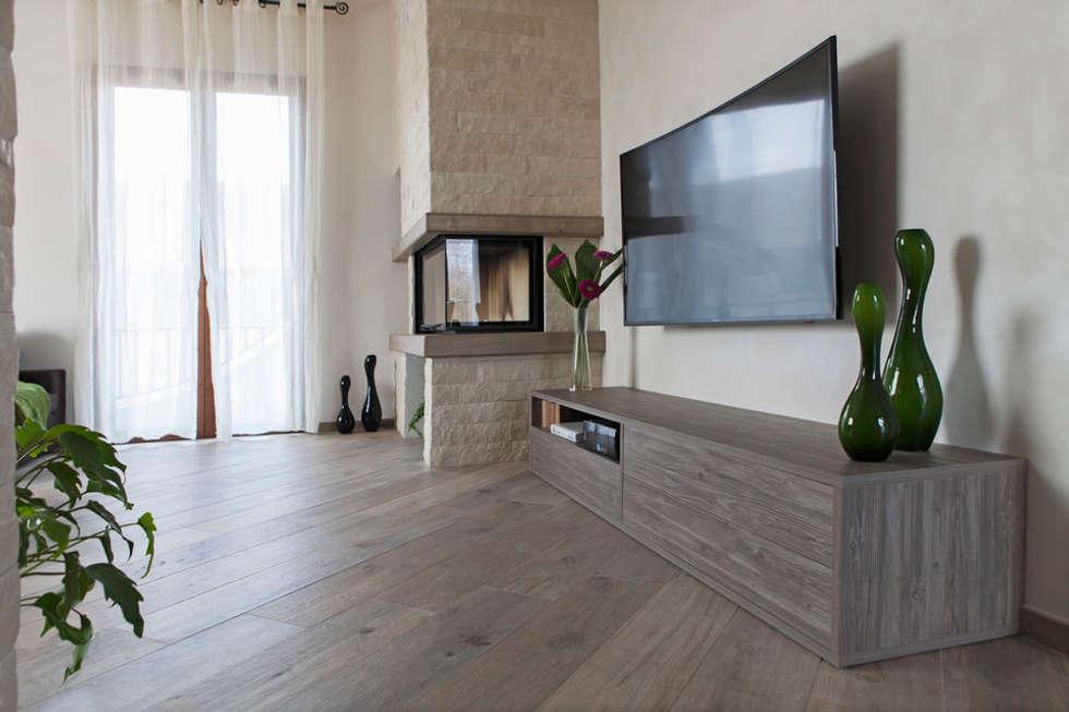 Consolle tv e mobile contenitore di design su misura per soggiorno