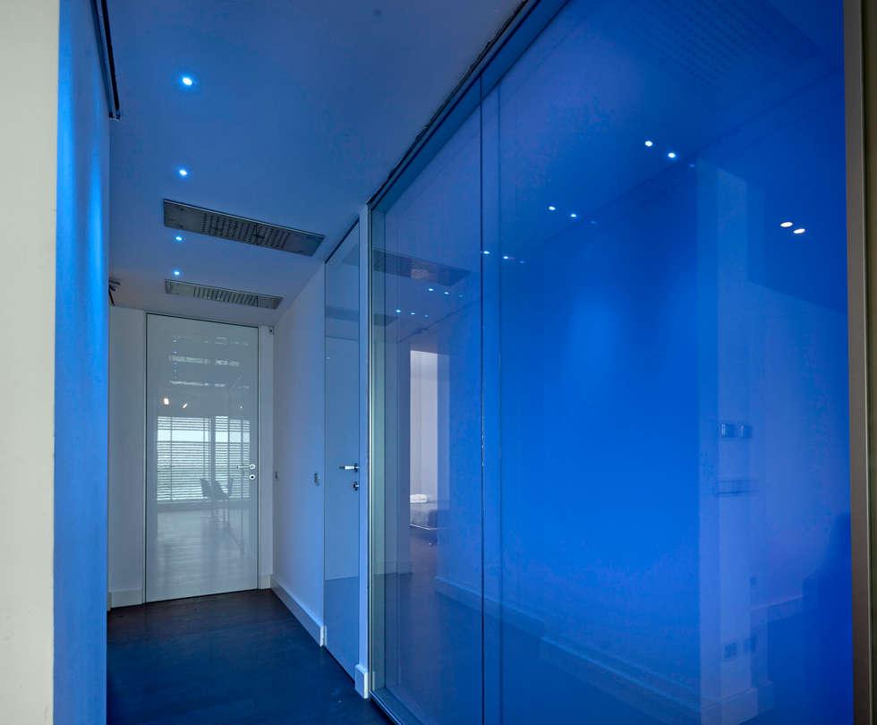 Edificio Residenziale Penthouse - Luxury Building - Appartamento Moke up 2: Ingresso & Corridoio in stile  di Viviana Severini - Severini Associati + Partners