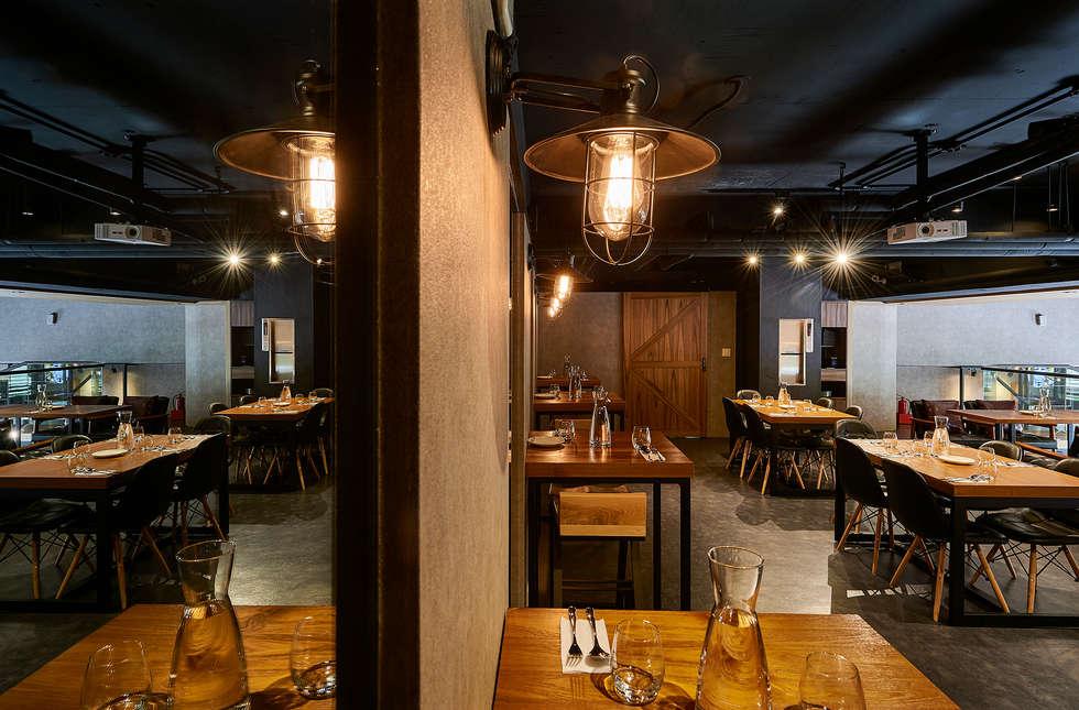 暖黃燈光減壓、舒心,用餐更悠閒:  餐廳 by 青瓷設計工程有限公司