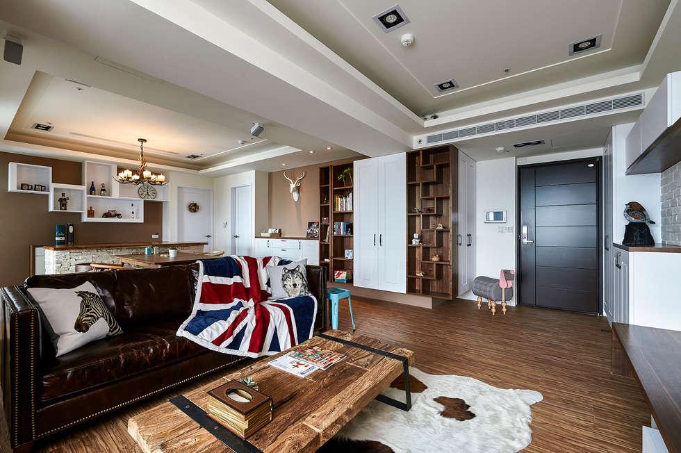 牆櫃結合天花板造型作為分區定位:  客廳 by 青瓷設計工程有限公司