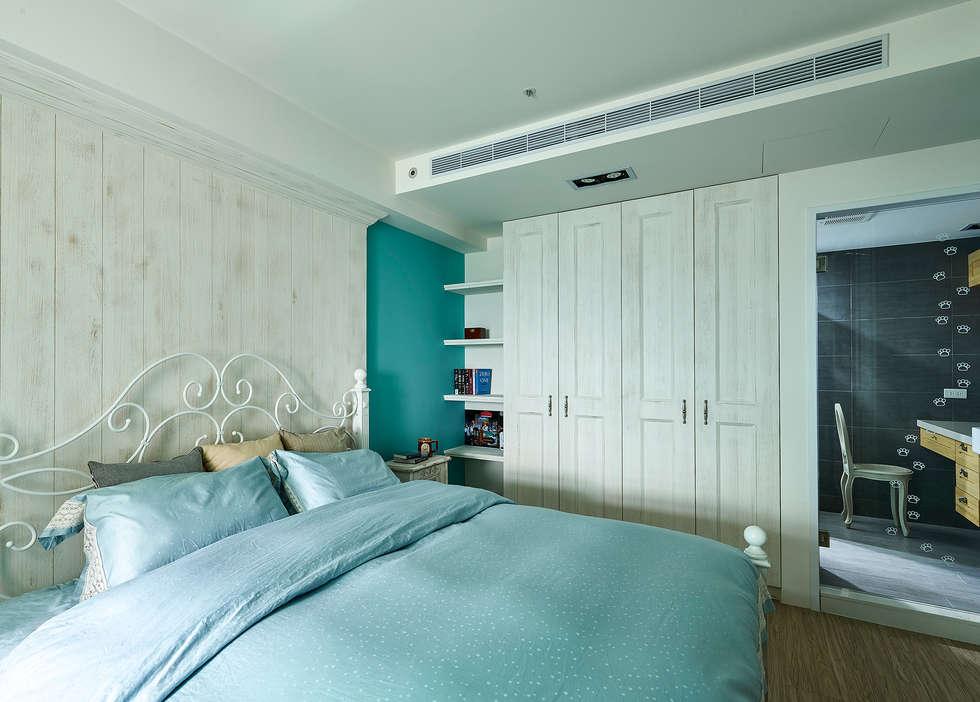 主臥室復古漆色刷出療癒質感 :  臥室 by 青瓷設計工程有限公司