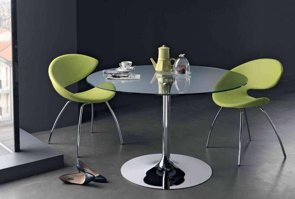 Mesas redondas com tampo de vidro Round tables with glass top www.intense-mobiliario.com  YTINIFNI : Salas de jantar modernas por Intense mobiliário e interiores;