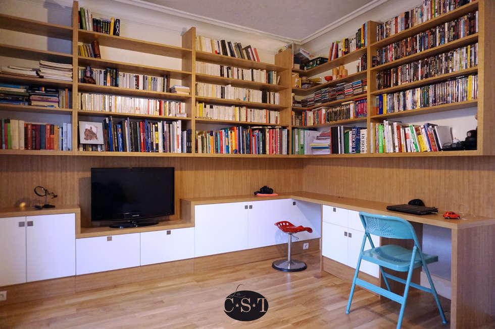 Agencement filant sur trois murs, avec bibliothèque suspendue. : Bureau de style de style Classique par La C.S.T