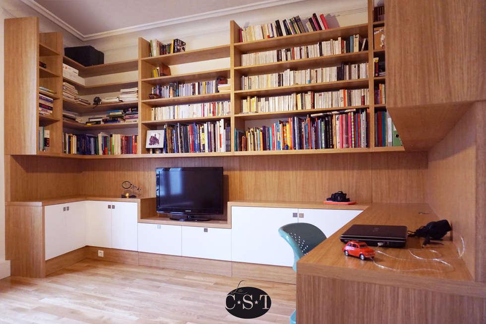 Agencement filant sur trois murs, avec bibliothèque suspendue.: Bureau de style de style Classique par La C.S.T