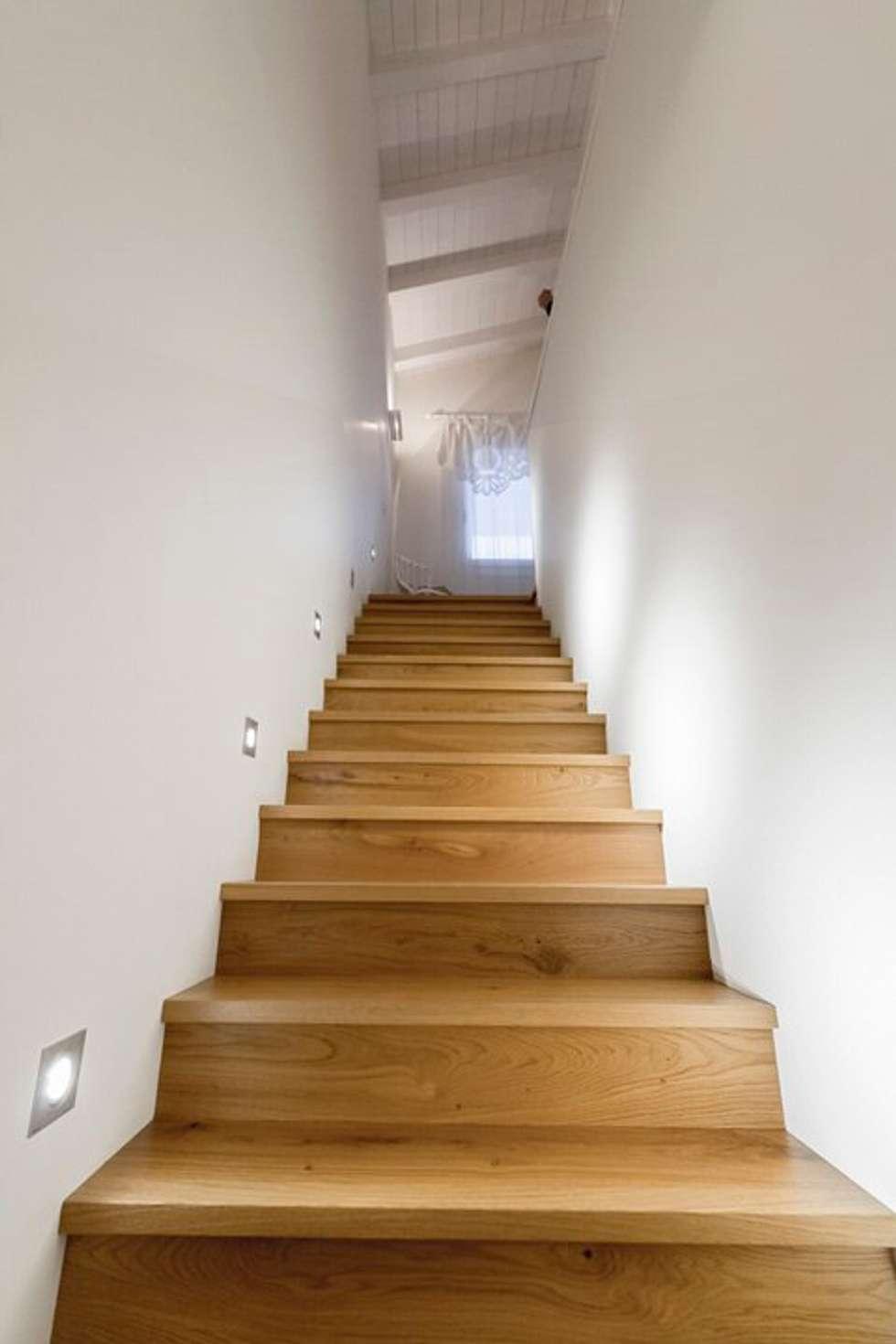 Casa in bioedilizia: Ingresso & Corridoio in stile  di casa&stile interior design e ristrutturazioni