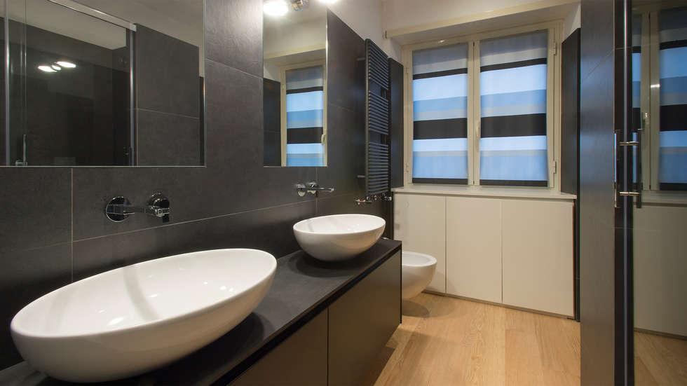 Bagno Prioncipale: Bagno in stile in stile Moderno di Archifacturing