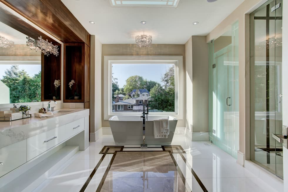 Luxurious Bathroom: modern Bathroom by Lorne Rose Architect Inc.