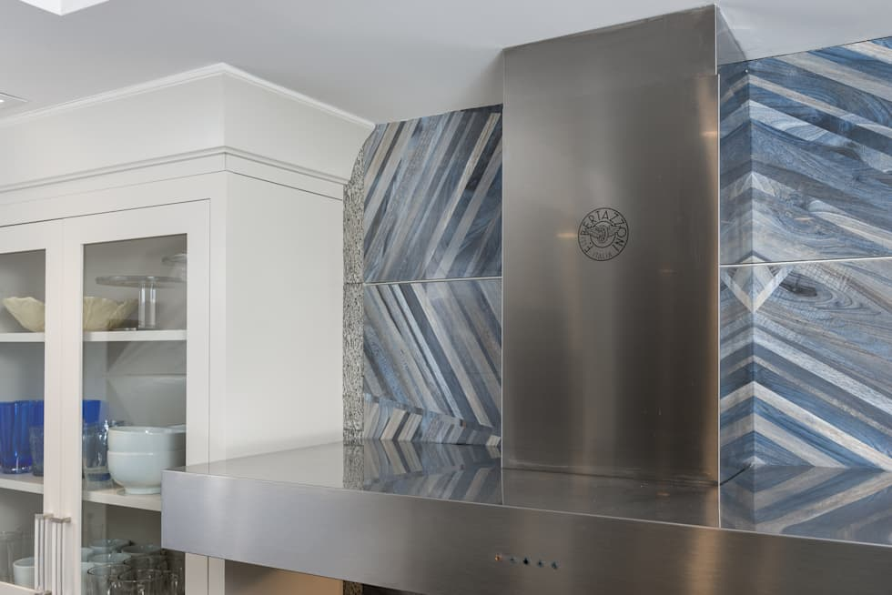 Mastering the elements in a Modern Kitchen in Port Washington, NY: modern Kitchen by HOMEREDI