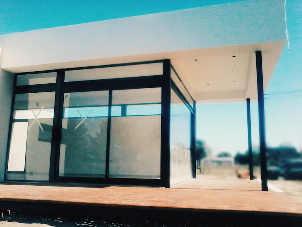 Fachada lateral y Contrafachada: Casas de estilo moderno por VHA Arquitectura