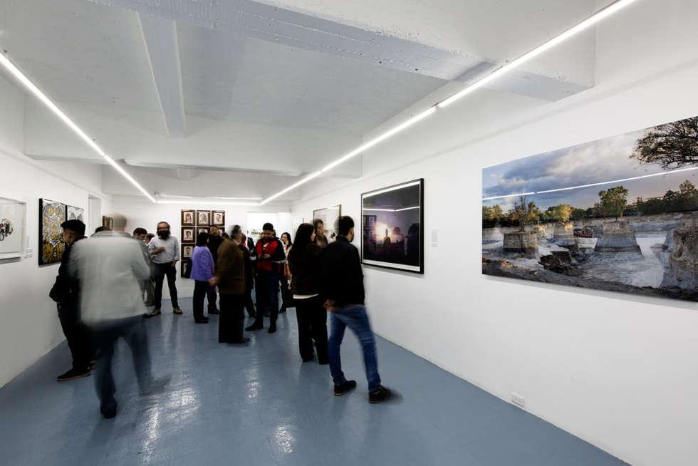 VISTA INTERIOR : Estudios y oficinas de estilo moderno por FUNDAMENTAL