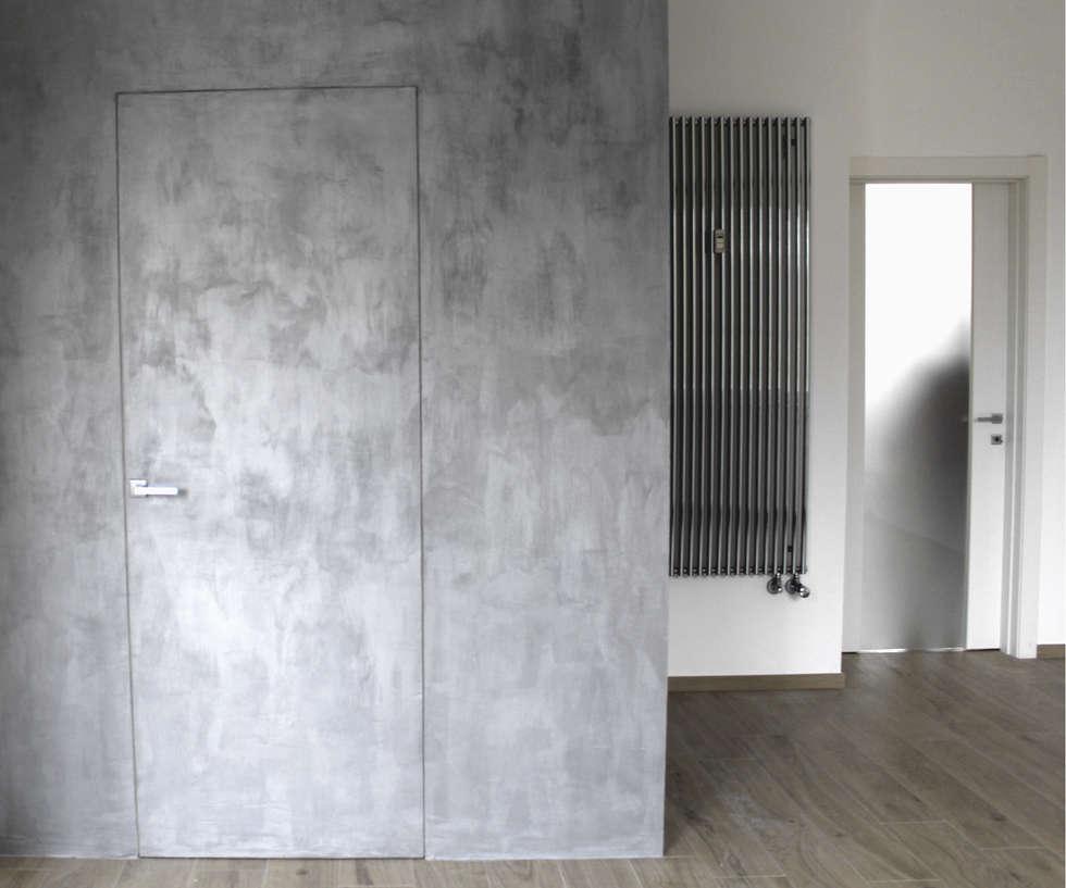 Disimpegno: Ingresso & Corridoio in stile  di Aulaquattro