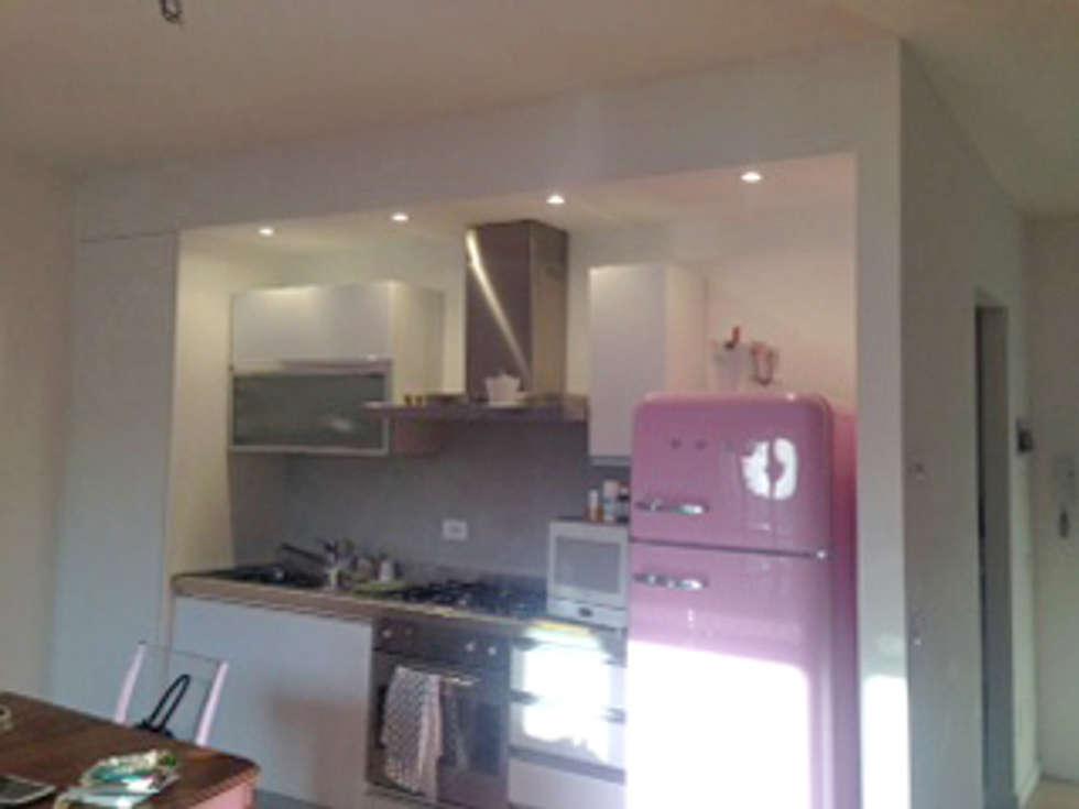 Angolo cottura: cucina in stile in stile moderno di architetto ...