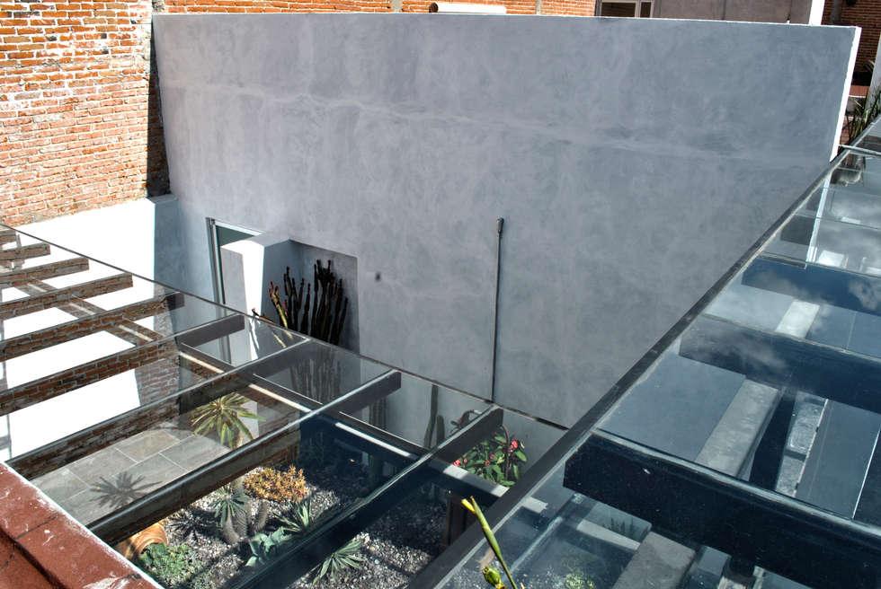 DETALLE DE CUBIERTAS Y MURO : Espacios comerciales de estilo  por Novhus Oficina de Arquitectura