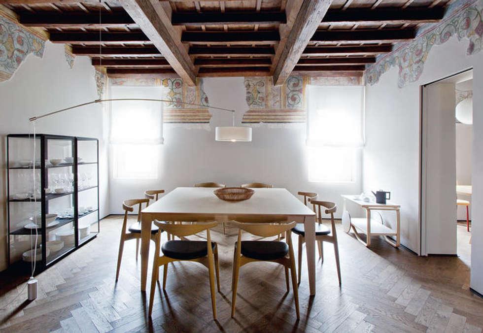 Living et LIVING: Soggiorno in stile in stile Rustico di INTERNOCASA studio D'interni