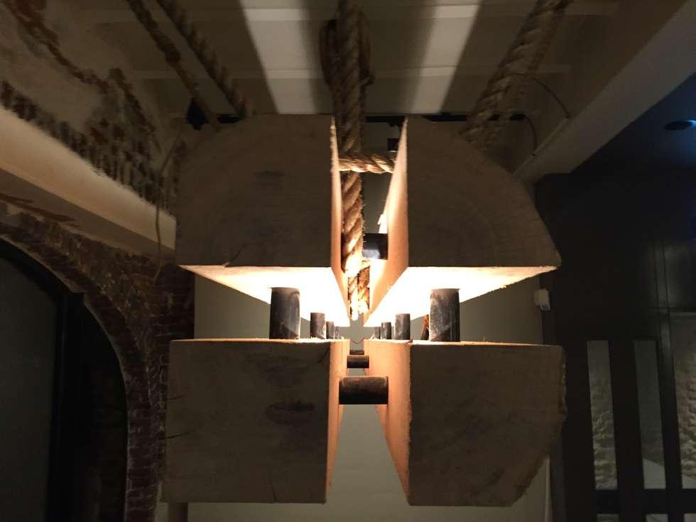 Eiken lamp: industriële eetkamer door we-maatdesign | homify