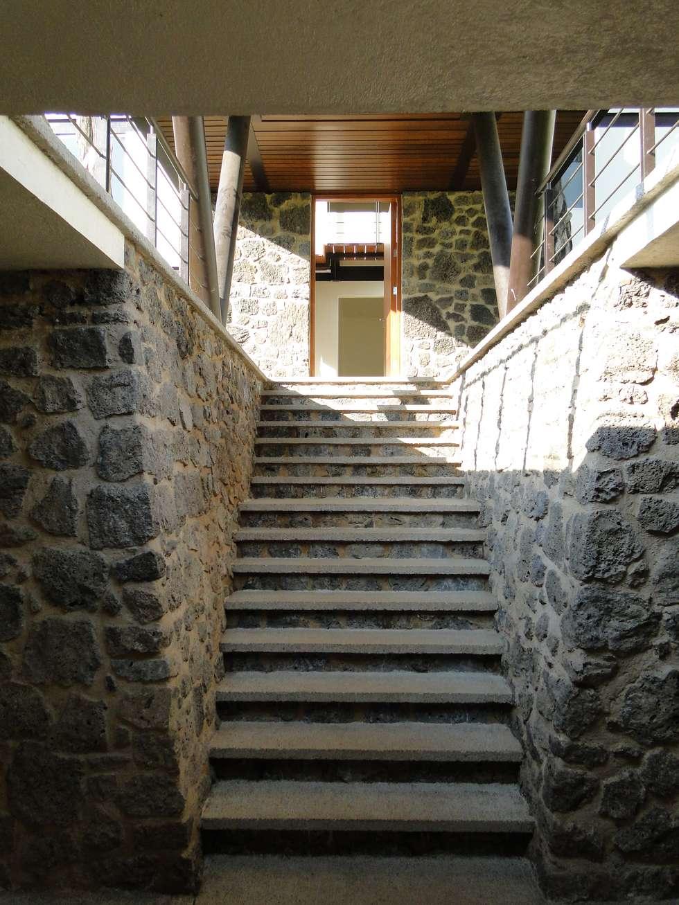 Casa habitacion Entre dos arboles en Cuernavaca: Casas de estilo minimalista por rochen
