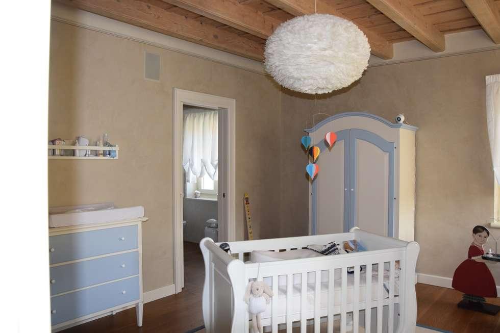 Camera bambino: Stanza dei bambini in stile In stile Country di Studio Feiffer & Raimondi