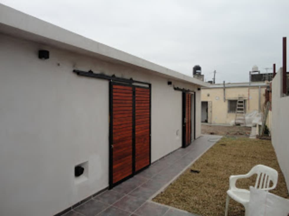 cerramiento de seguridad: Casas de estilo moderno por VHA Arquitectura