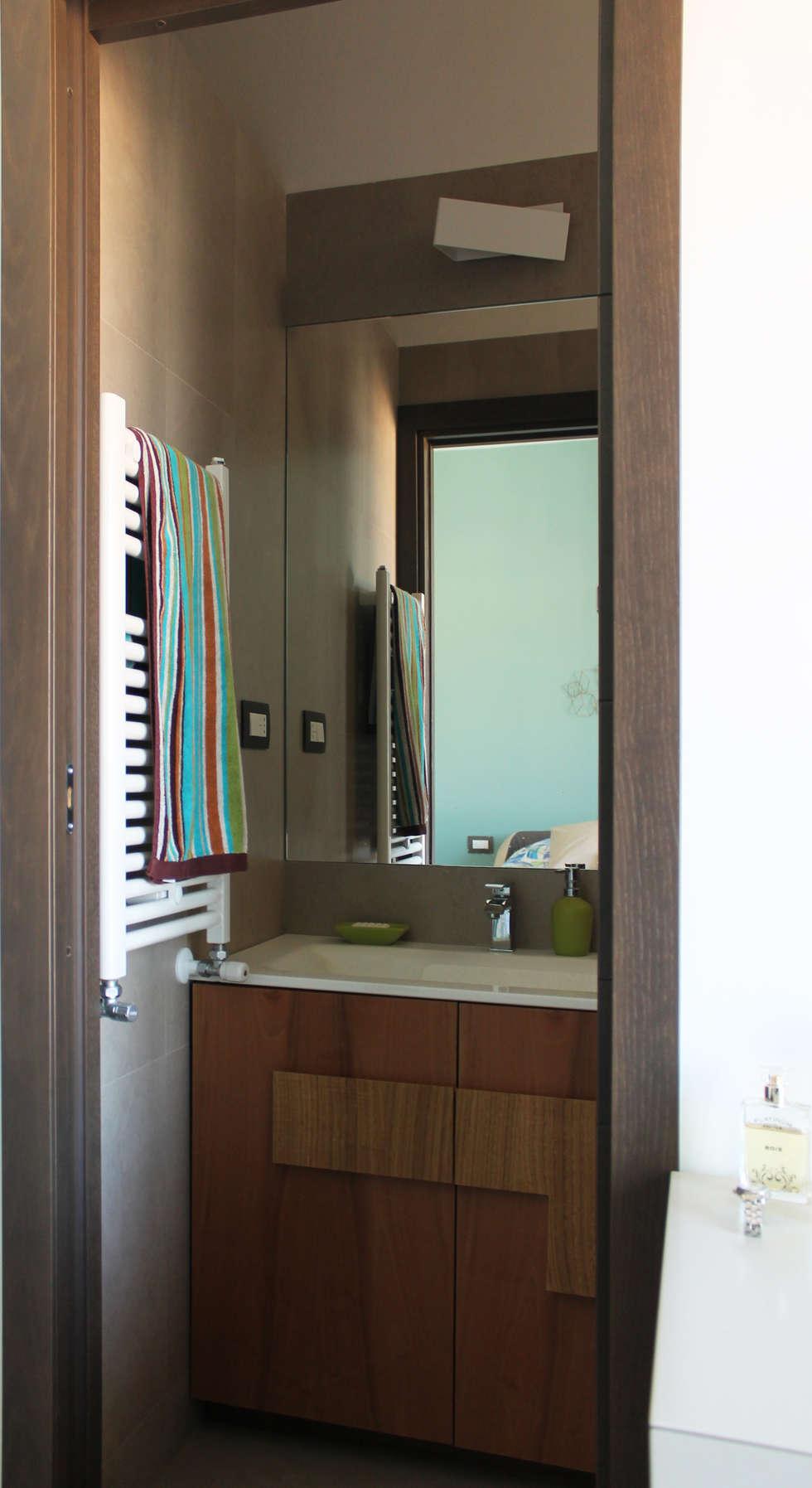 Il bagno in camera: Bagno in stile in stile Moderno di Arch. Rosalba Di Maio