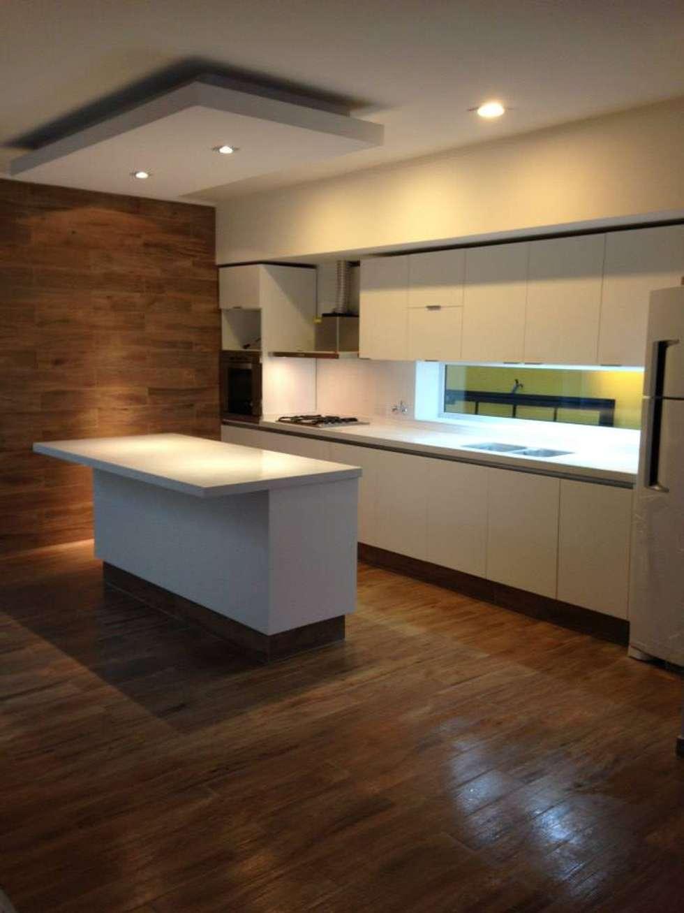 Cocina Blanca: Cocinas de estilo minimalista por MOBILFE
